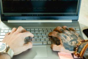 как узнать язык программирования в коде программы
